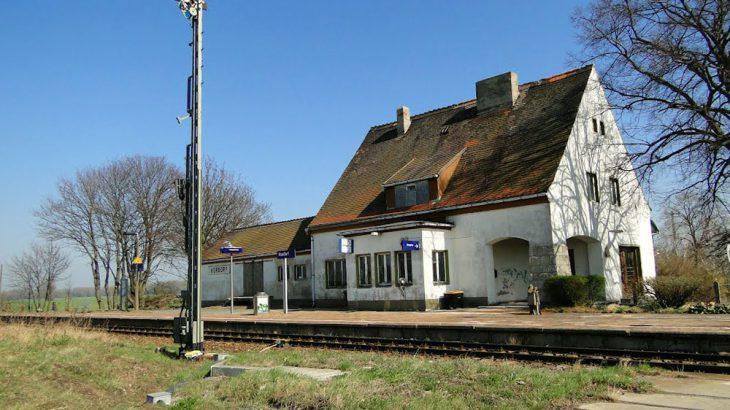 397 Bahnhofsgebäude in Hordorf mit Lagerhalle